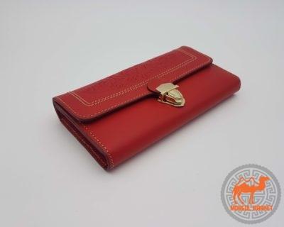 фото красный кожаный кошелек