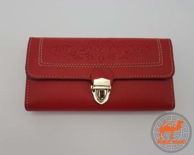 фото кожаный красный кошелек на защелке