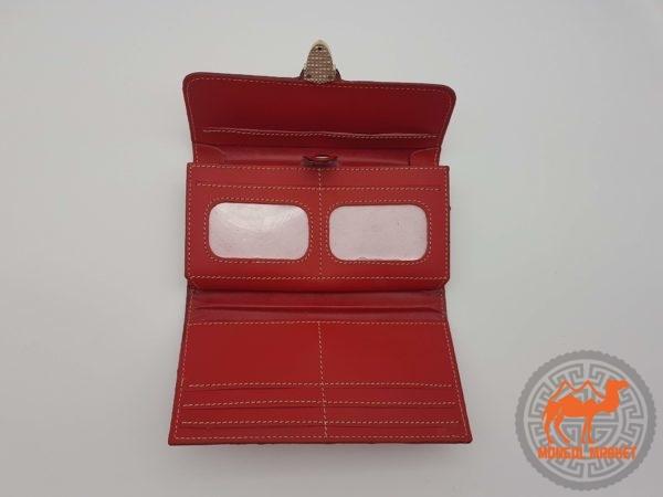 открытый красный кошелек фото