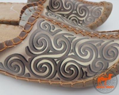 натуральная кожа на монгольских тапочках