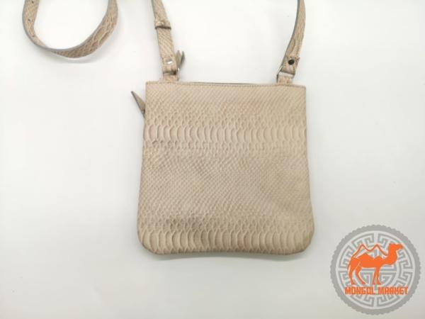 фото женская светлая сумка на плечо