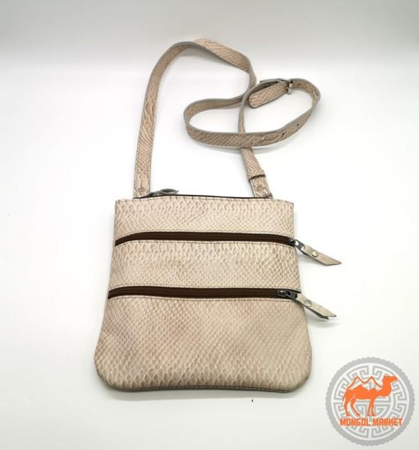 Женская сумочка на плече фото