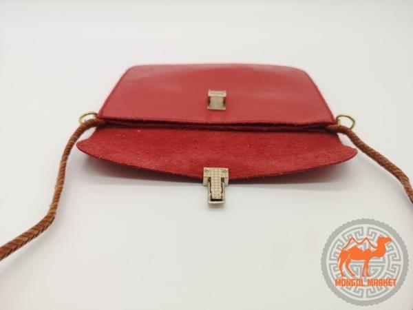 Фото маленькой красной сумка
