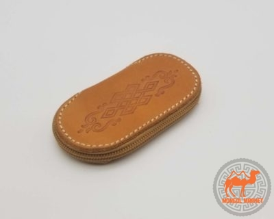 Светло коричневая ключница из кожи фото