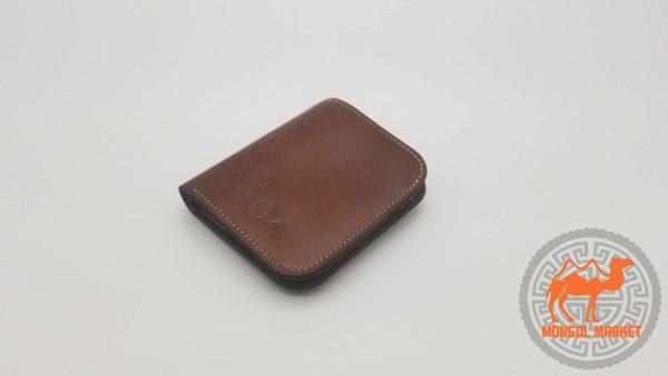 Коричневый кожаный кошелек фото