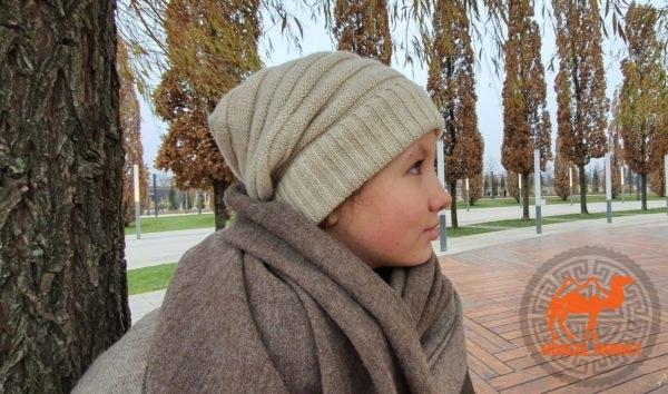 Женская шапка из верблюжьей шерсти фото